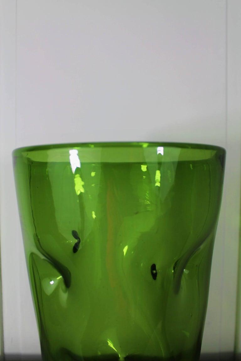 Large 1970s Vintage Green Blown Crystal Vase For Sale 2