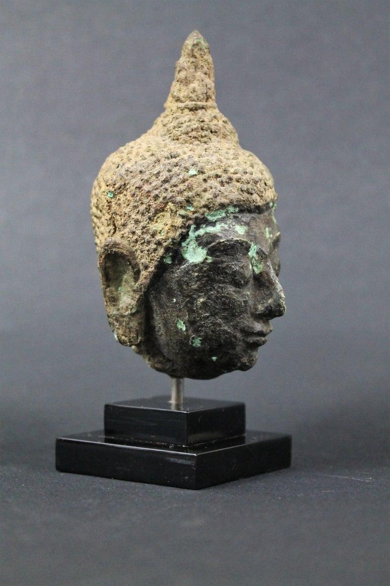 Thai 17th Century Bronze Head of Buddha. Sukhothai In Fair Condition For Sale In Beuzevillette, FR