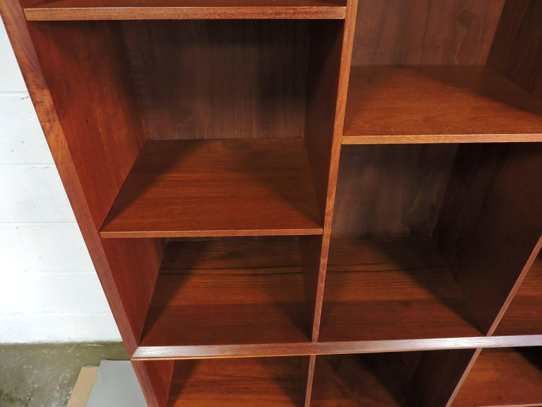 Midcentury Danish Modern Peter Hvidt Solid Teak Bookcase In Excellent Condition For Sale In Chesterfield, NJ