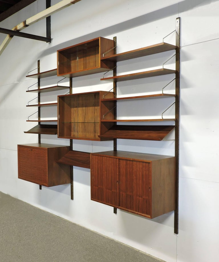 Poul Cadovius Midcentury Danish Modern Walnut Cado Royal Modular Wall Unit In Good Condition For Sale In Chesterfield, NJ