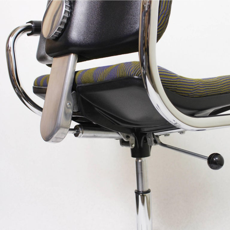 Upholstery Vintage Mid-Century Modern Euro-Chair Desk Chair by Fritz Makiol for Girsberger For Sale