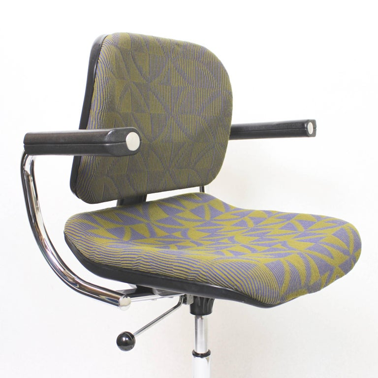 Vintage Mid-Century Modern Euro-Chair Desk Chair by Fritz Makiol for Girsberger In Excellent Condition For Sale In Lafayette, IN