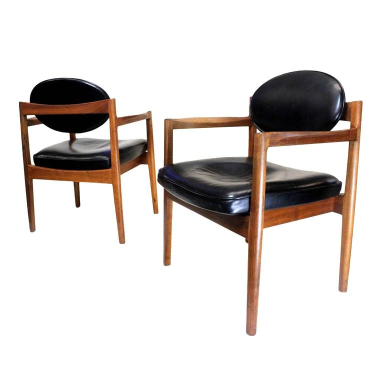 Pair Of Mid Century Modern Black Leather Oval Back Armchairs By Jens Risom For