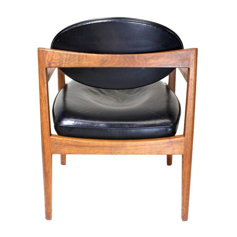 fad4a168edf01 Pair of Mid-Century Modern Black Leather Oval-Back Armchairs by Jens Risom  For