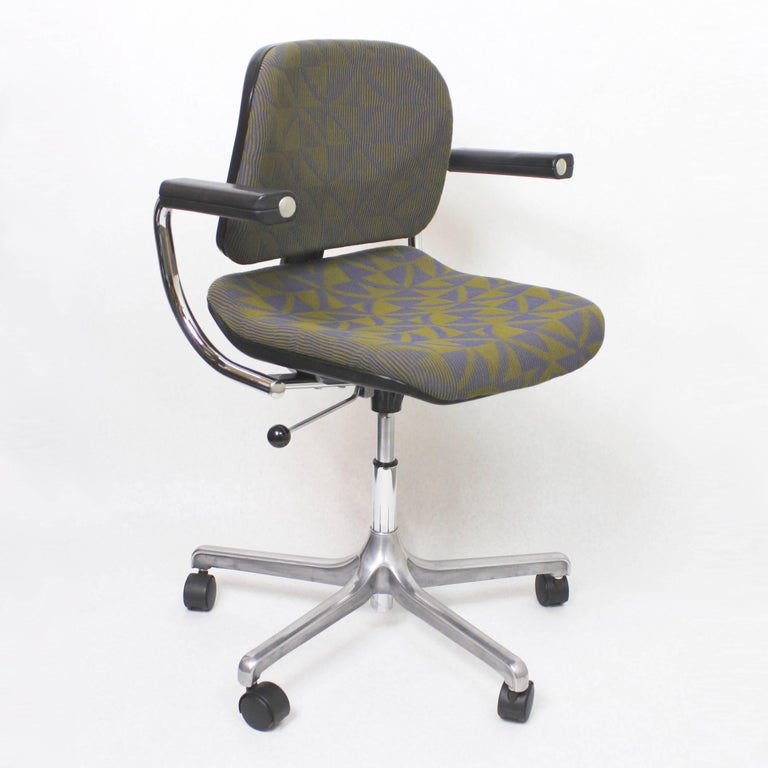 This is a fantastic example of Fritz Makiol's iconic Model 5600 EuroChair. Originally manufactured in the late 1970s by Girsberger, this chair is fresh off a comprehensive restoration than brings it back to near-new condition (see final photo for