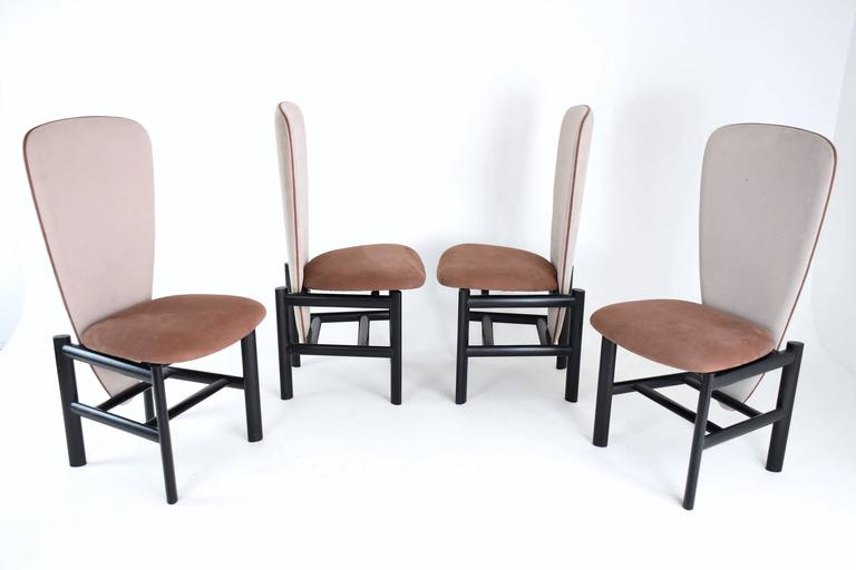 Graphic set of four mid-century vintage Scandinavian high-back dining chairs in fully restored condition. Composed of ebonized oak and re-upholstered in a high quality bicolore Lelièvre Paris fabric of robust cotton twill in grey and brown nude