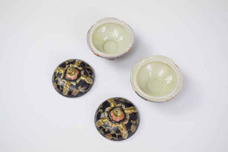 Pair of antique porcelain and gold leaf decorative trinket, pill or jewelry boxes / dishes of Satsuma ware from the Dai Nippon/ Great Japan period and painted by Gyokushu.   The Shimazu crest on top (circle with cross): Most old and authentic pieces