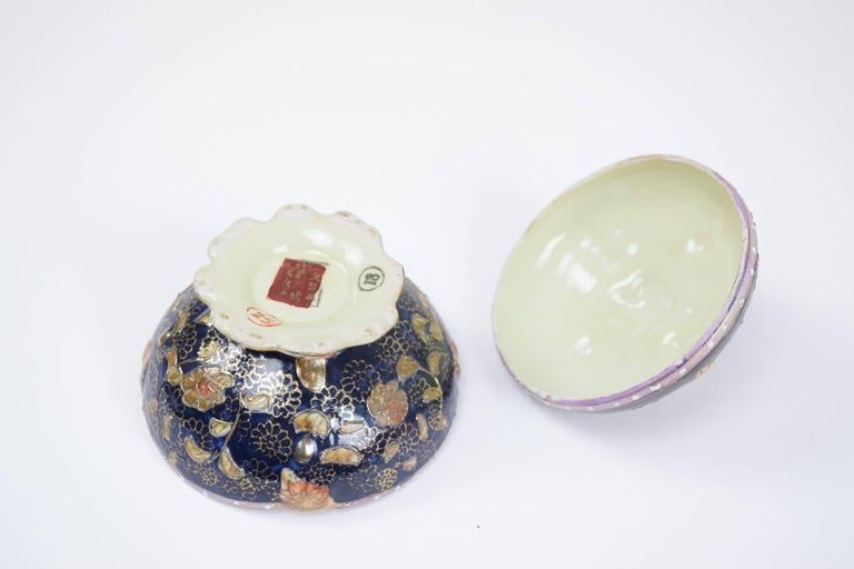 Gold Leaf Pair of Antique Japanese Meiji Period Porcelain Trinket or Jewelry Boxes For Sale