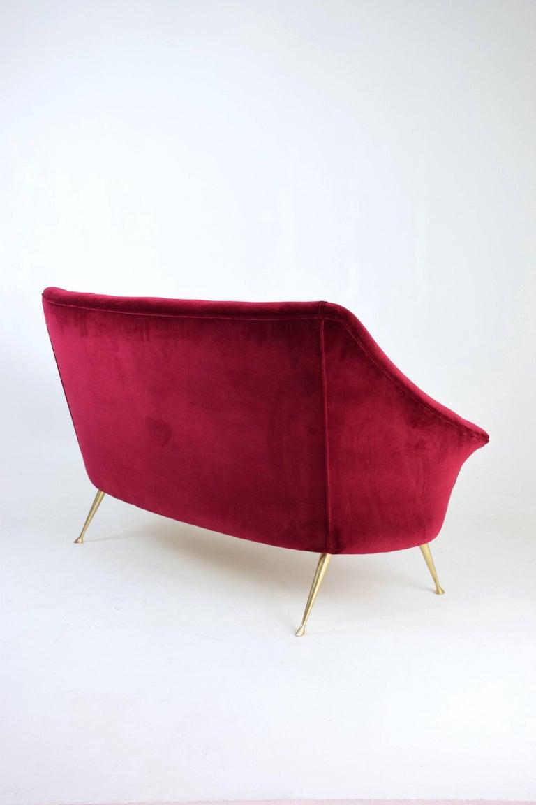 Italian Mid-Century Velvet Sofa In the Manner of Ico Parisi, 1950s In Good Condition For Sale In Paris, FR
