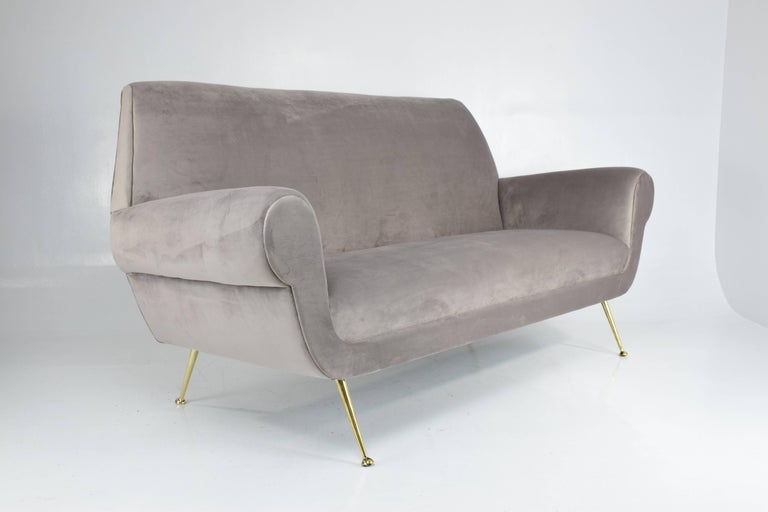 Italian Mid-Century Sofa In The Style Of Gigi Radice, 1950s In Good Condition For Sale In Paris, FR
