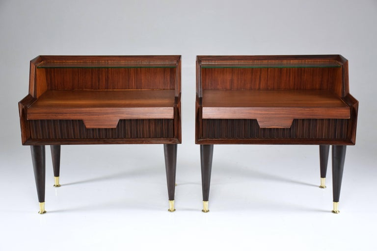 Polished Pair of Italian Midcentury Nightstands In the Manner of Gio Ponti, 1950-1960  For Sale