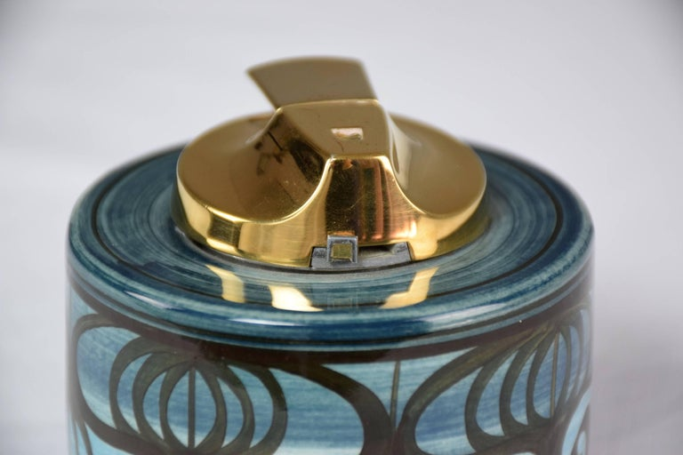 20th Century Midcentury Vintage Ronson Ceramic Table Lighter For Sale