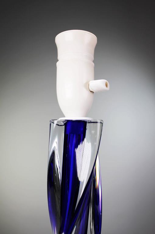 Mid-Century Modern Paul Kedelv for Flygsfors Scandinavian Modern Swirling Blue Glass Lamp, 1950s For Sale
