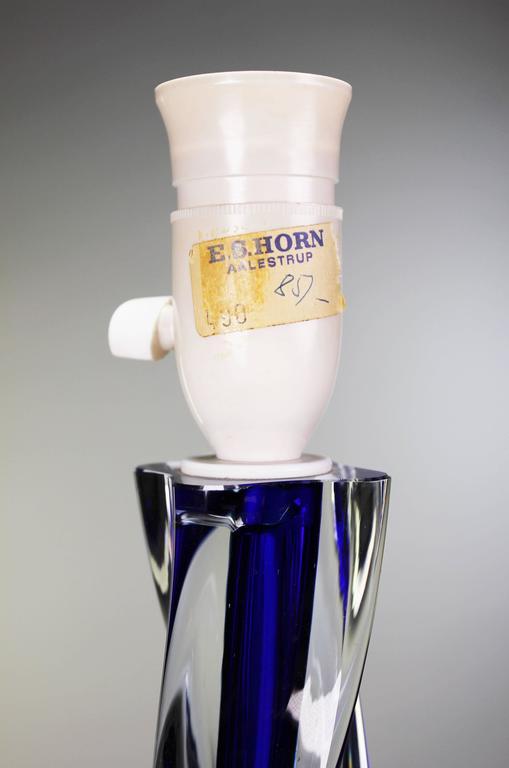 Swedish Paul Kedelv for Flygsfors Scandinavian Modern Swirling Blue Glass Lamp, 1950s For Sale