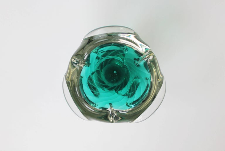 Scandinavian Mid Century Modern bright emerald green art glass bowl with white stripes and clear base. Attributed to Finnish designer Nanny Still McKinney. Beautiful condition.
