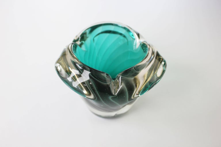 Scandinavian Modern Nanny Still McKinney Small Finnish Emerald Green and White Glass Bowl, 1960s For Sale