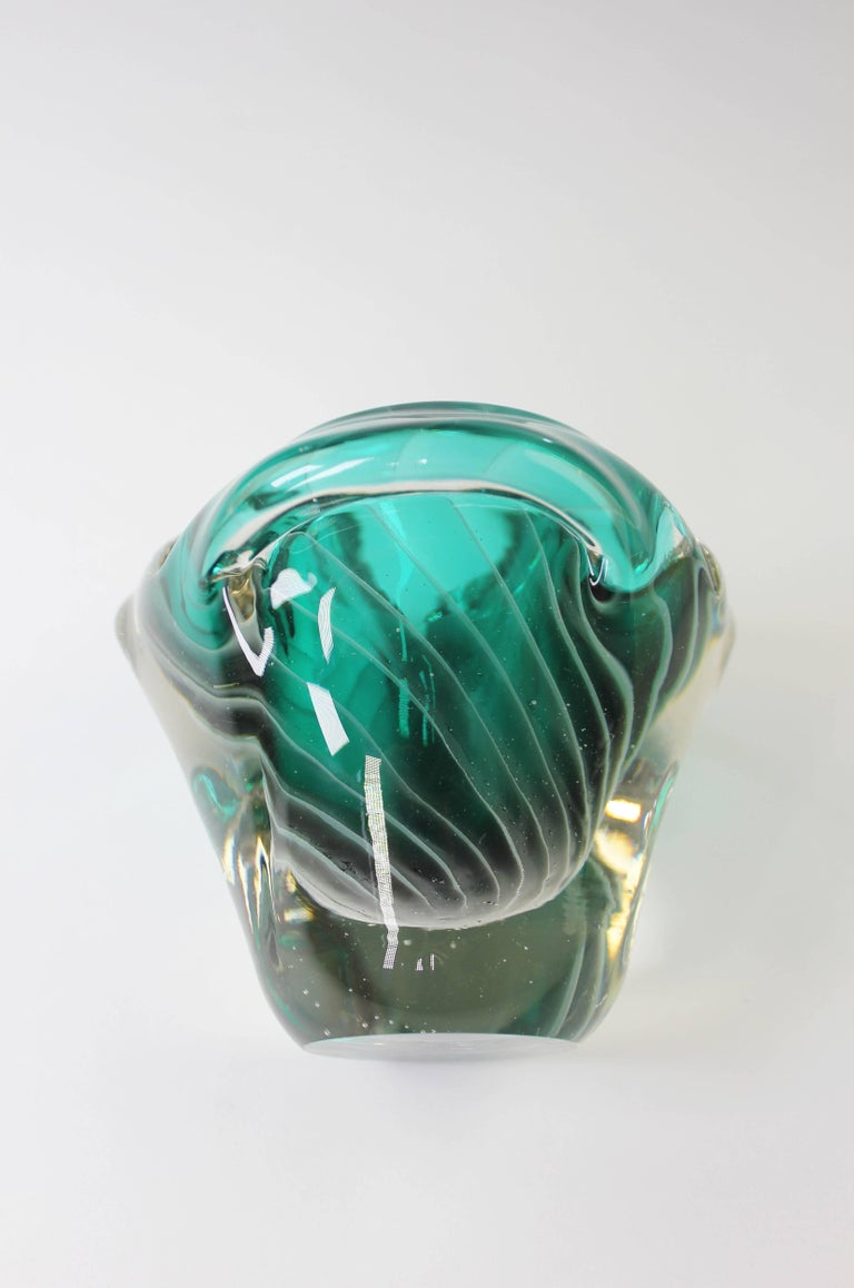 Mid-20th Century Nanny Still McKinney Small Finnish Emerald Green and White Glass Bowl, 1960s For Sale