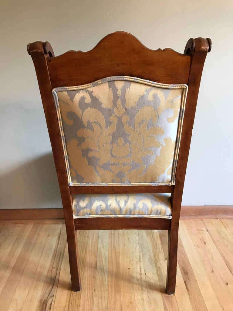 American Pair of 19th Century Carved Walnut Chairs For Sale