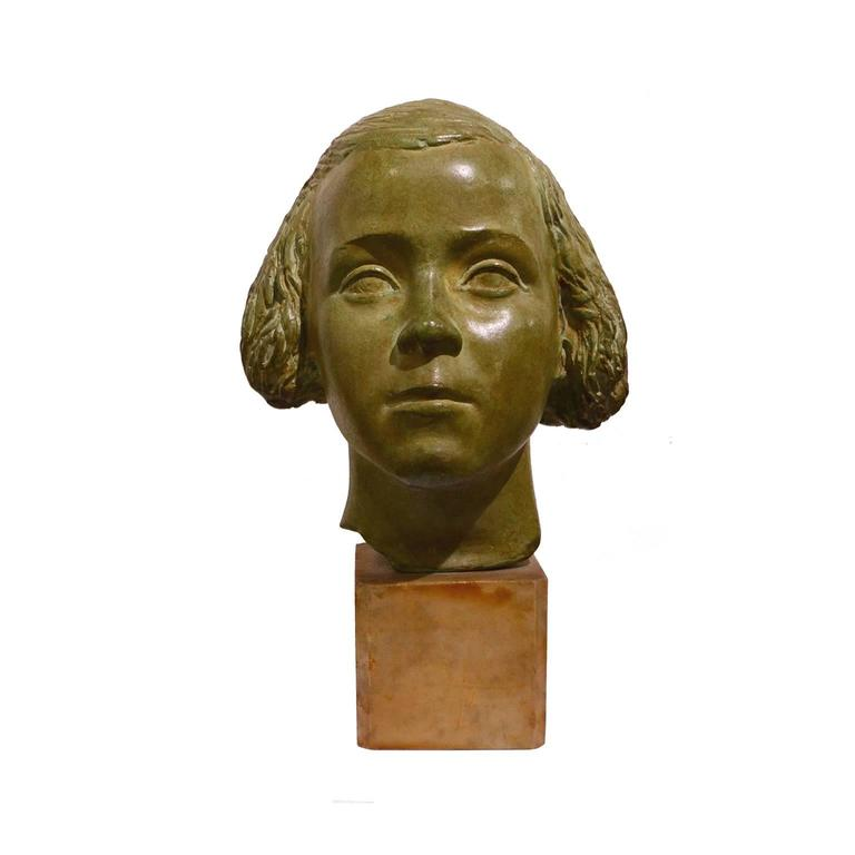 Nice bronze sculpture representing a young girl portrait, with a marble bottom.