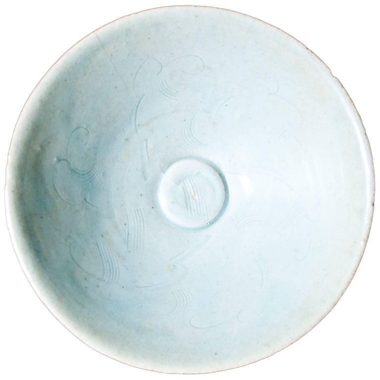 Circular Chinese Porcelain Bowl, Sung Period, 12th-14th Century For Sale