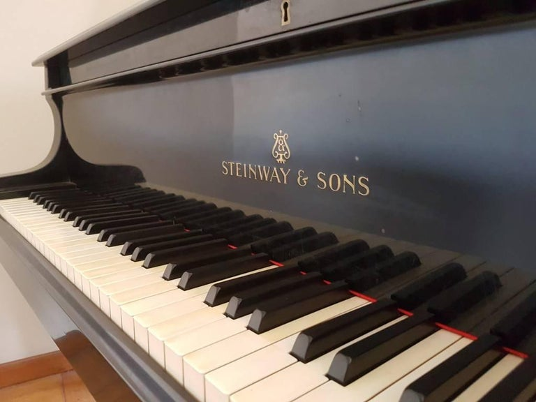 Mid-20th Century Steinway & Sons Piano, Model: 280431 M, Baby Grand Piano, circa 1930 For Sale