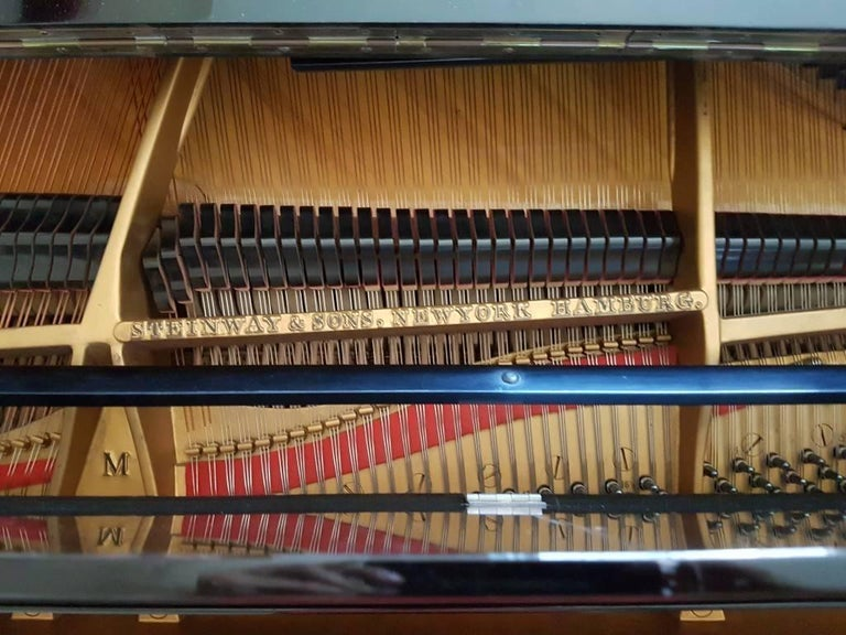 Steinway & Sons Piano, Model: 280431 M, Baby Grand Piano, circa 1930 In Excellent Condition For Sale In London, GB