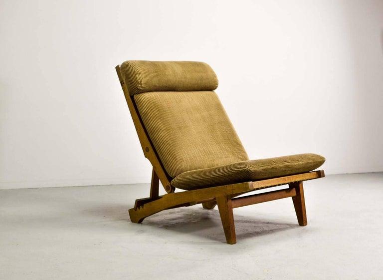 Magnificent Hans J. Wegner Oakwood Folding Lounge Chair AP71 by AP Stolen, 1968 3