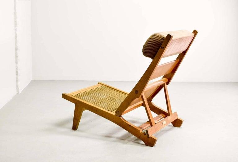 Magnificent Hans J Wegner Oakwood Folding Lounge Chair