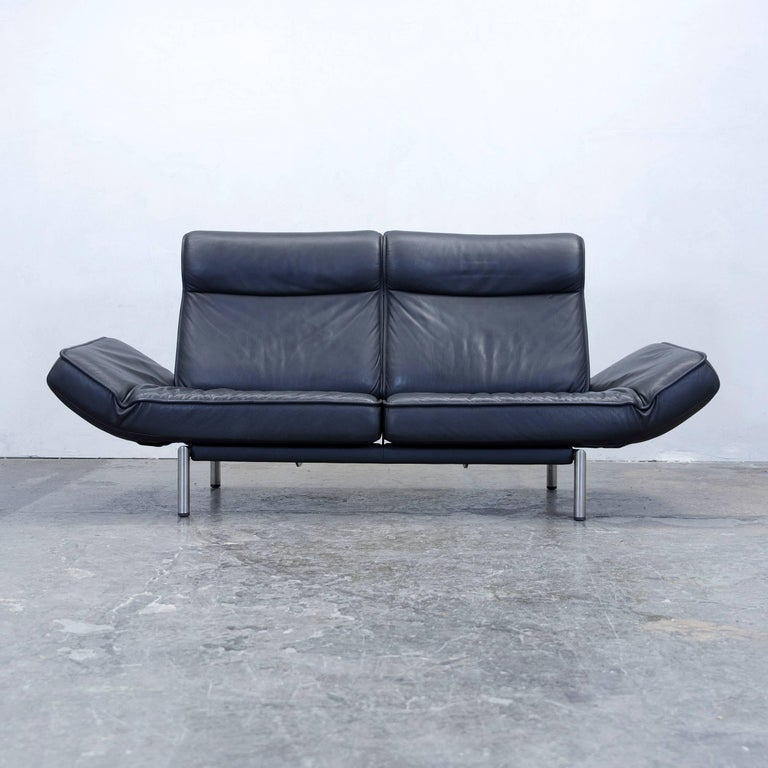 Black colored original De Sede DS 450 designer leather sofa in a minimalistic and modern design, with convenient functions, made for pure comfort and flexibility.