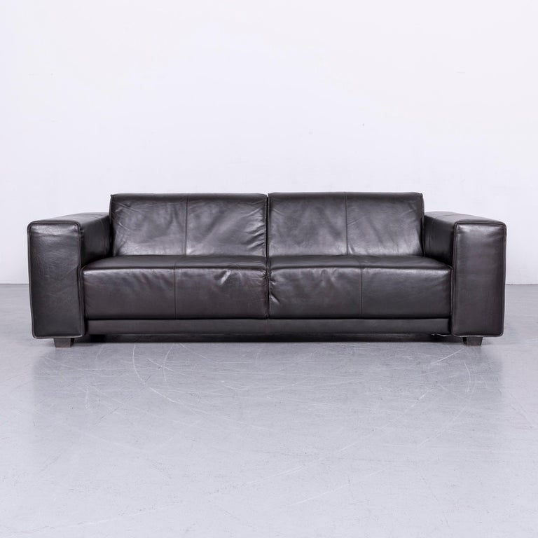 We bring to you an Machalke Navaronne leather sofa set three-seat couch and armchair.