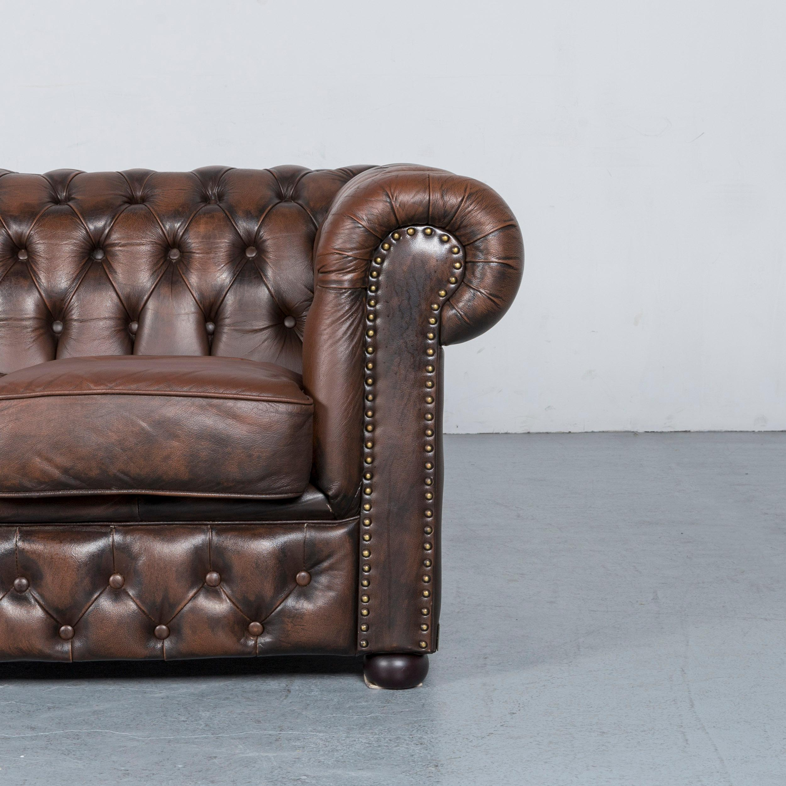 Merveilleux Chesterfield Leather Sofa Brown Three Seat Armchair Set Vintage Retro In  Good Condition For Sale