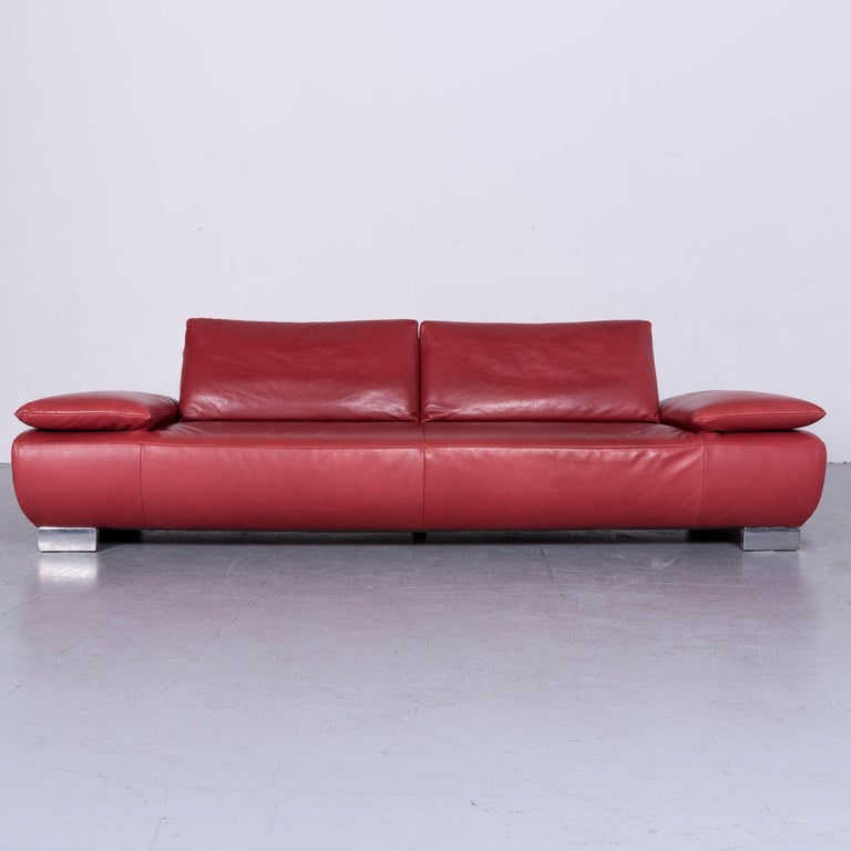 We bring to you an Koinor Volare designer sofa red three-seat leather couch with function.