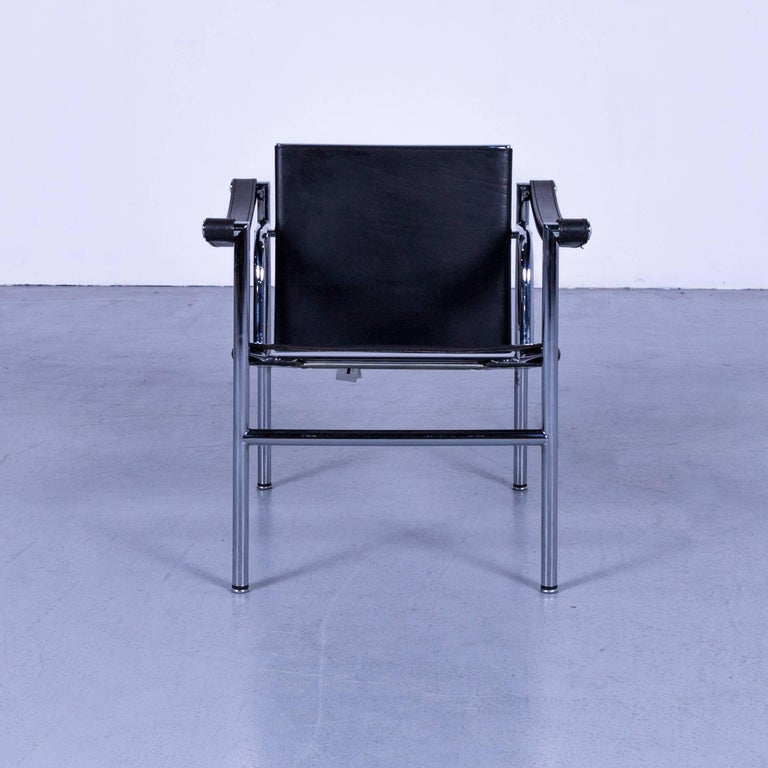 Cassina Le Corbusier LC 1 by Le Corbusier, Jeanneret, Perriand. Sling chair with black leather and polished trivalent chrome-plated (CR3) or semi gloss black enamel steel frame. Classic chair, Bauhaus era.