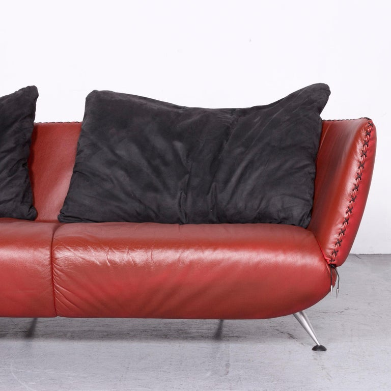 De Sede Ds 102 Designer Leather Sofa Red Two-Seat Couch In Fair Condition For Sale In Cologne, DE