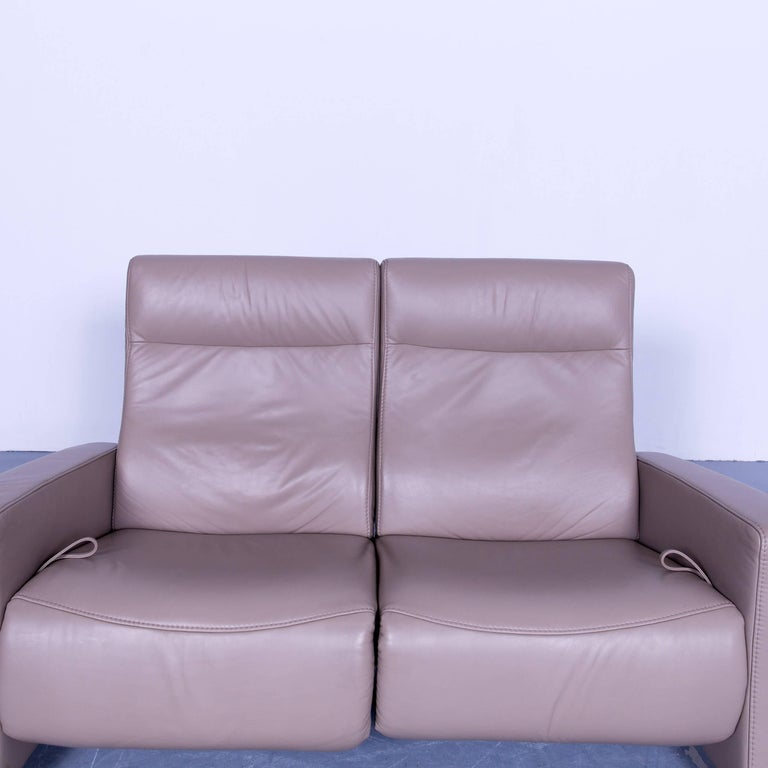 himolla designer relax sofa leather beige cr me two seat couch germany modern at 1stdibs. Black Bedroom Furniture Sets. Home Design Ideas