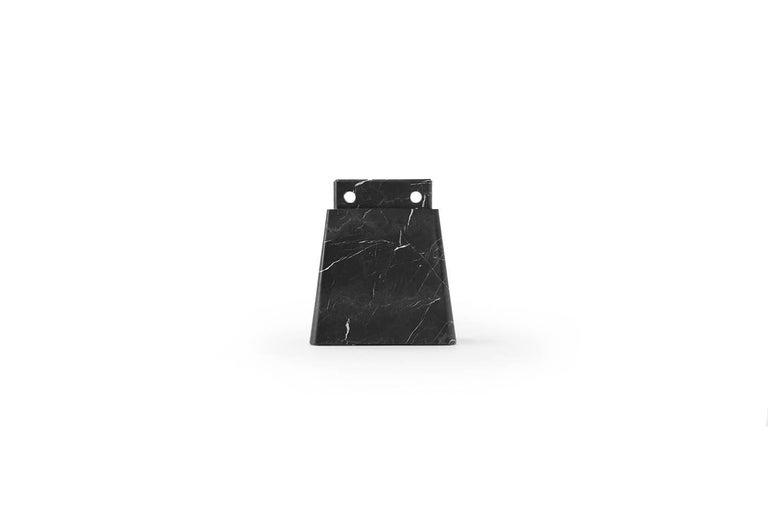 Hartholz Nussbaum Esstisch, Monte Negro Schwarzer Marmor Sockel, Dolmen Kollektion 3