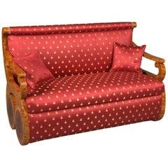 Rotes Canapé Sofa im Wiener Biedermeier Stil, Ahornfurnier auf Buchenholz