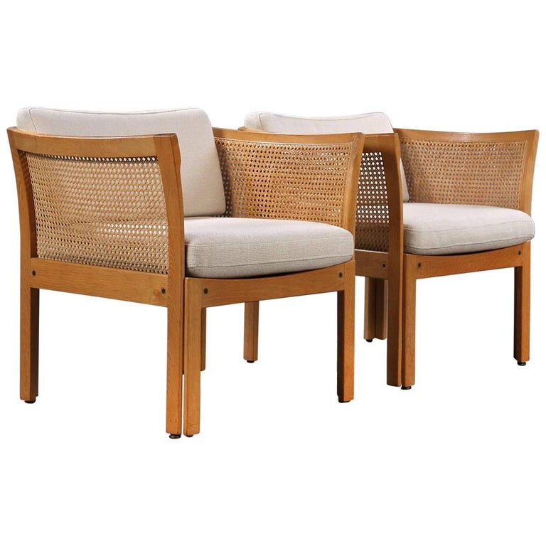 The plexus series was designed by Illum Wikkelsø in the 1960s and produced by CFC Silkeborg in Denmark.  This set of plexus easy chairs are in good condition and features a frame in oak and fabric upholstery.  The Plexus series is designed to be
