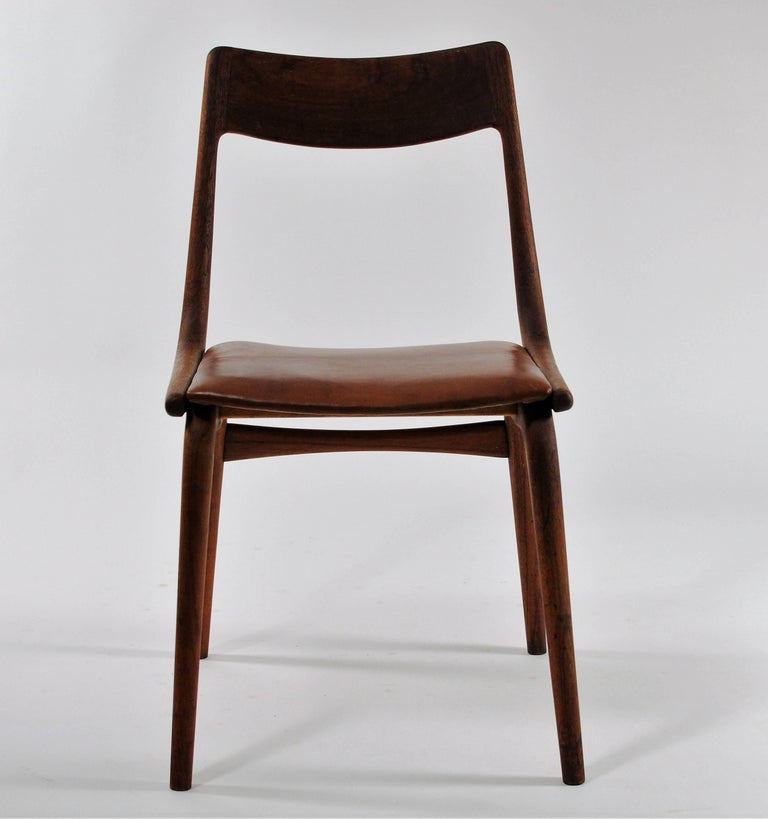 Set of six 1950s Danish boomerang dining chairs in teak by Alfred Christensen for Slagelse Møbelfabrik.  The comfortable chairs feature a simple but elegant boomerang shaped frame in solid bended teak with a well shaped teak backrest and a very