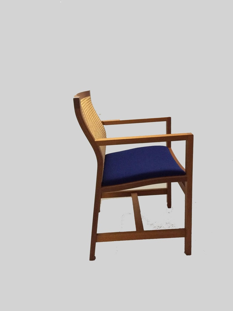 Rud Thygesen and Johnny Sørensen designed model 7512 for Fredericia Furniture A/S in 1981 as part of the Classic Kings Furniture series, which has been designed since 1969, named such because the Danish King Frederik IX received some of the models