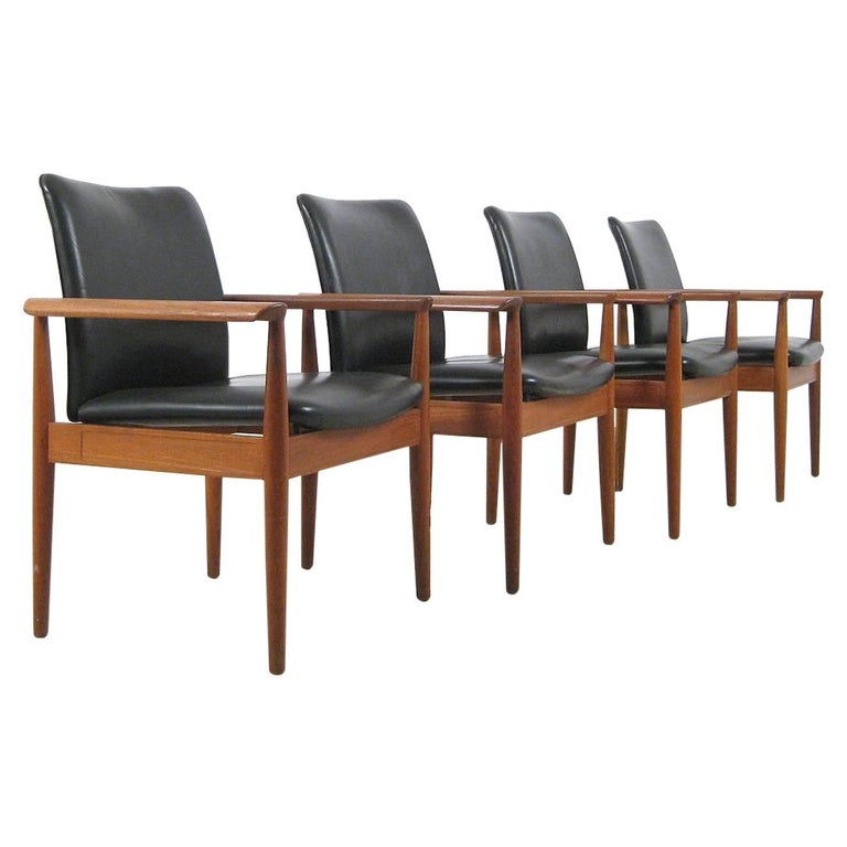 1960s Finn Juhl Set of Six Model 209 Diplomat Chair in Teak and Leather by Cado For Sale 3