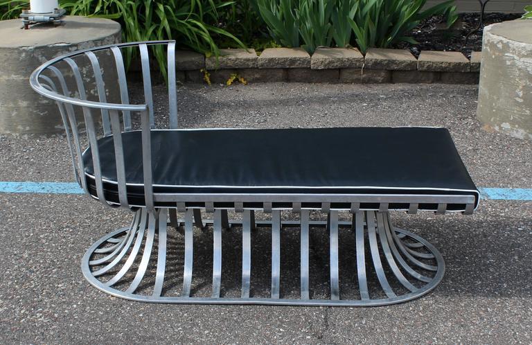 Mid century modern woodard aluminum spoke patio set pair for Chaises longues aluminium