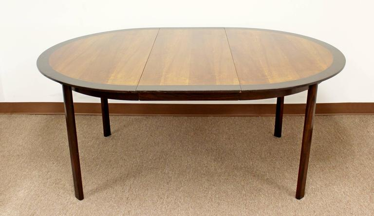 American Mid Century Modern Mahogany Oval Extendable Dining Table And Leafs  By Dunbar For Sale
