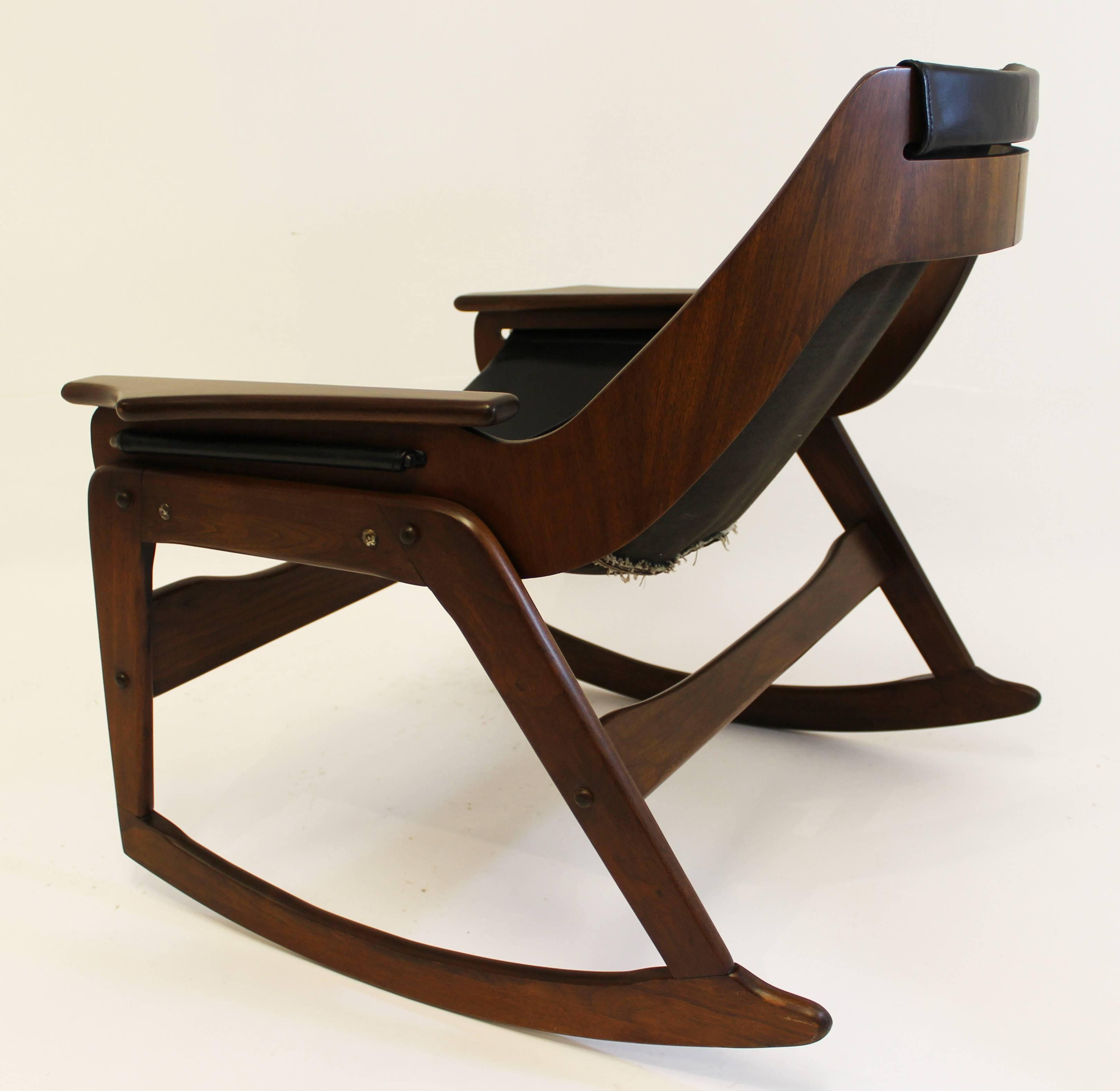 American Mid Century Modern Sling Walnut And Leather Rocking Chair By  Leathercrafter For Sale