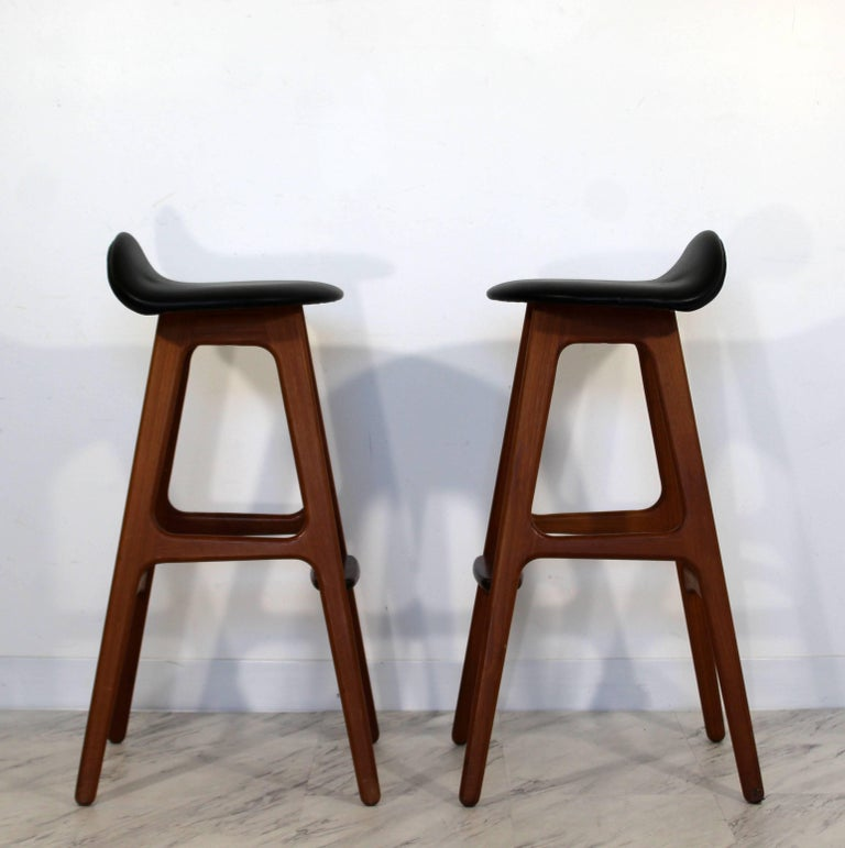 Mid-20th Century Mid-Century Modern Pair of Erik Buck Buch Leather Rosewood Bar Stools Danish For Sale