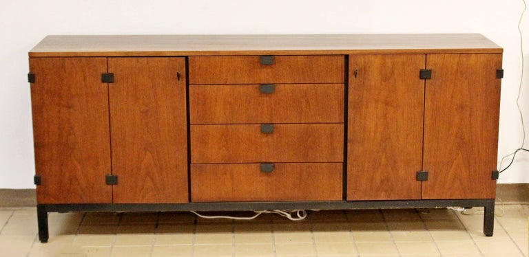 Mid-Century Modern Walnut Credenza Sideboard Kipp Stewart for Directional, 1950s In Good Condition For Sale In Keego Harbor, MI