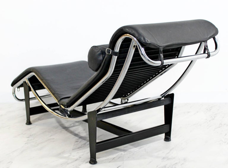 Mid-Century Modern Le Corbusier Cassina Black Leather Chrome Chaise Lounge In Good Condition In Keego Harbor, MI
