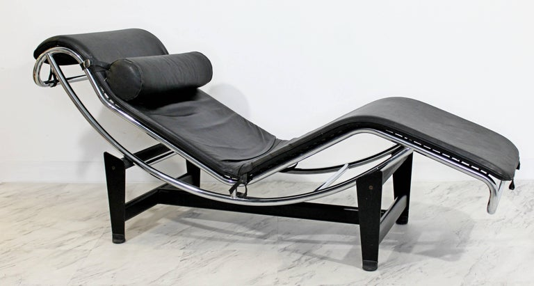 Mid-Century Modern Le Corbusier Cassina Black Leather Chrome Chaise Lounge 1