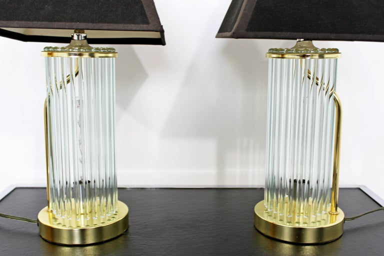 Mid-Century Modern Pair of Table Lamps Brass Glass Sciolari Lightolier, 1970s In Good Condition For Sale In Keego Harbor, MI