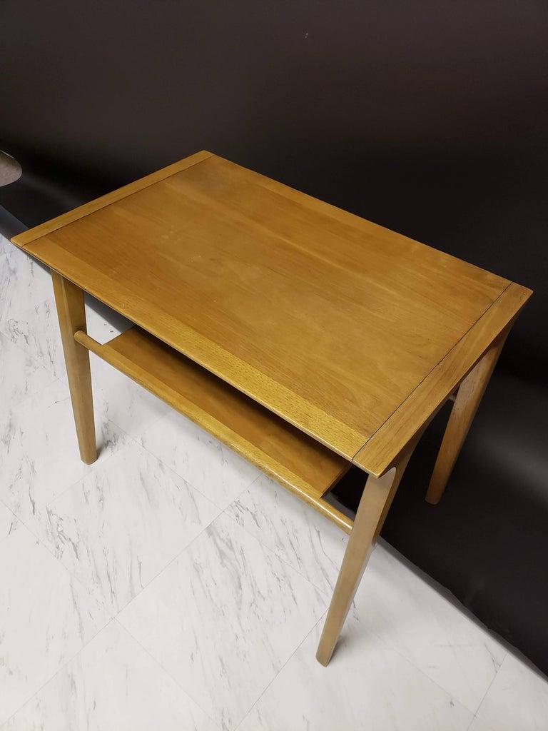 Mid-Century Modern Pair of John Van Koert for Drexel Walnut Side End Tables In Good Condition For Sale In Keego Harbor, MI